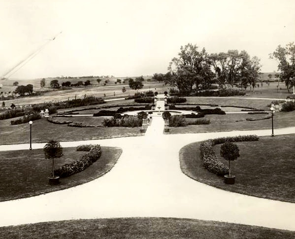 Sunken Garden At North Side Longview Residence